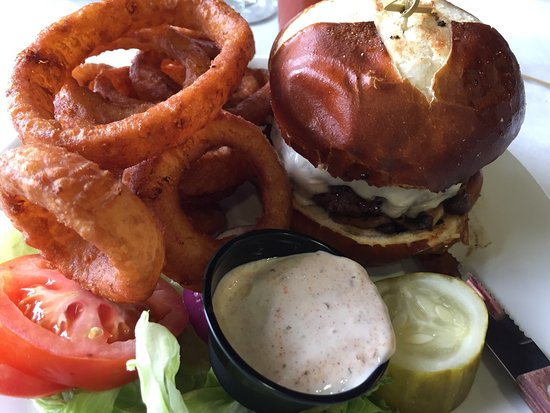 Wadena, MN: Mushroom & Swiss cheese burger w onion rings