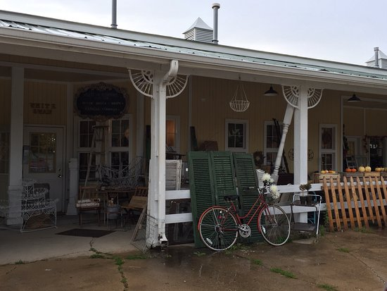 Yorkville, IL: Awesome collection of vintage decor