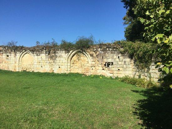 Saint Paterne Racan, France: walls (cemetery)