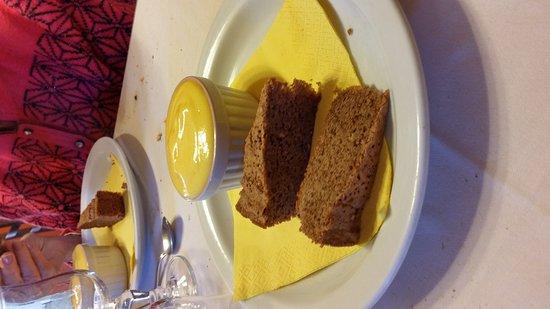 Garessio, Italie : Ecco lo zabaione al moscato con torta di nocciole: eccellente!!!