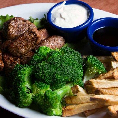 Longview, WA: Steak Bites - Steak bites served with home fries and seasonal veggies with horseradish sauce and