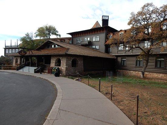 El Tovar Hotel: Front Entrance