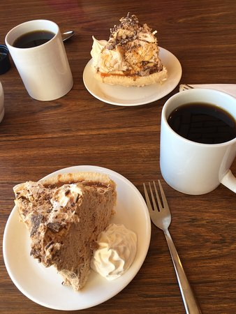 Bicknell, UT: Snicker's Cream Pie and Coffee. Yummmmmmmm!