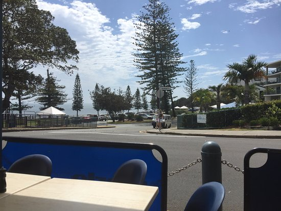 Sunny's at Moffat: View of Moffat Beach area in morning