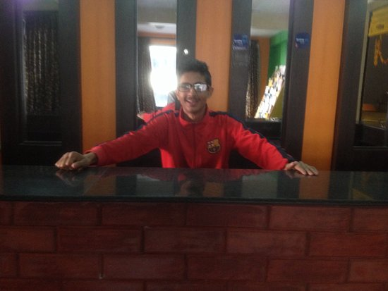 Hotel Family Home: Helpful staff Suman