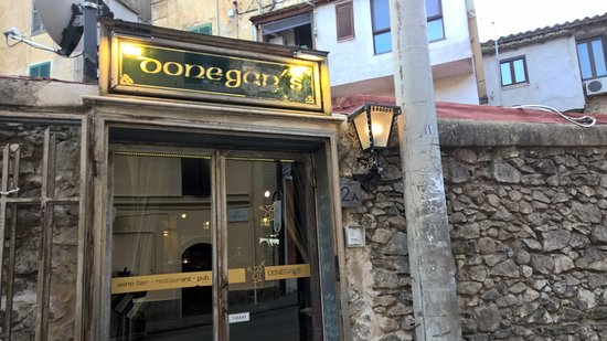Donegan's Bar and Restaurant: Ingresso