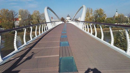 Szolnok, Hungria: Feljárat a hídra, rálátás a városra