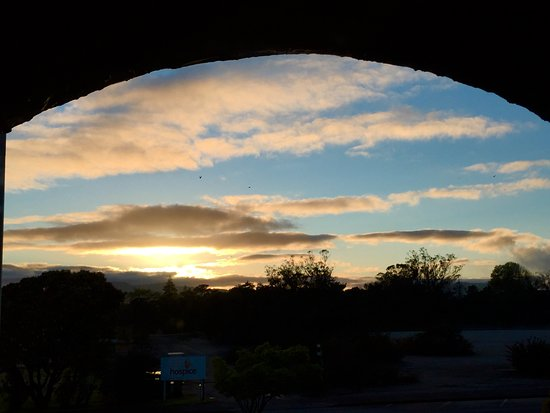 Ambassador Thermal Motel: Sunrise from my doorway