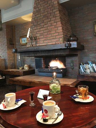Hotel Tatenhove Texel: Welkom drankje in de lounge en roomview