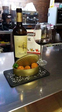 Castalla, España: croquetas caseras y vinos