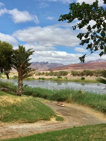 Aussenkehr, Namibia: Fishing and canoeing at the mighty Orange river.