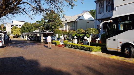 Courtyard Hotel Arcadia Photo