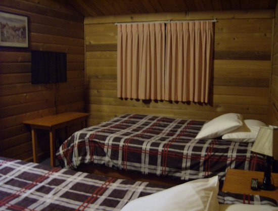 Valemount, Canada: TV on wall and beds