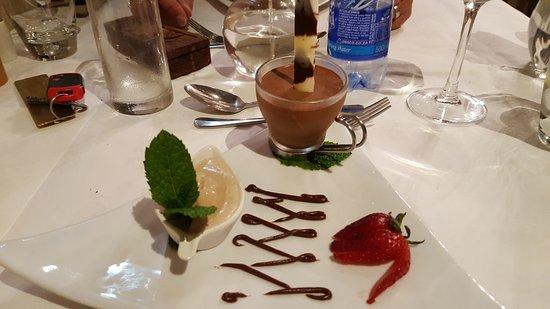 Addo, Sudáfrica: Nachtisch, Amarula Eis und Mousse a chocolate
