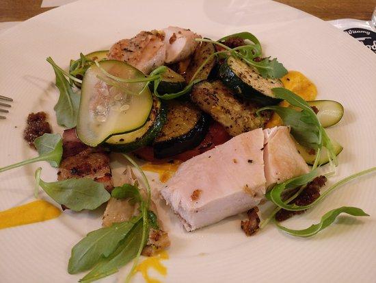 Nadodrze Cafe Resto Bar: Chicken breast with grilled vegetables