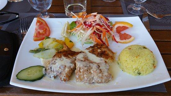 Poisson grille picture of la rougaille creole grand baie tripadvisor - Restaurant poisson grille paris ...