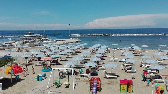 Parco giochi in spiaggia viserba bagno egisto 38 foto di spiaggia bagno egisto 38 viserba - Bagno 38 rimini ...