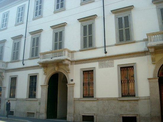 Facciata su Via Monte Napoleone - Foto di Palazzo Vidiserti Dozzio, Milano  - Tripadvisor