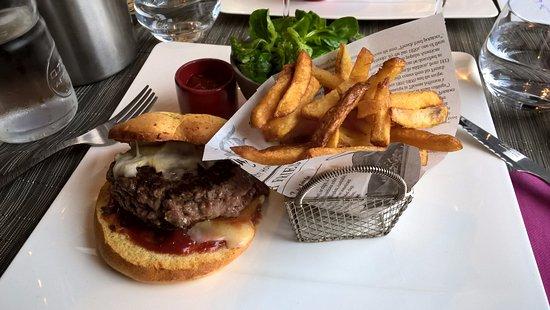 """Vertou, Франция: Le hamburger """"maison"""""""
