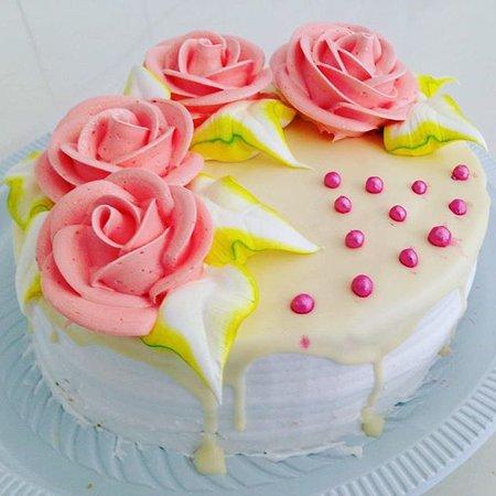 Sorriso:  #bolosdecorados #bolos #bolocomrosas #panificadoraeconfeitarianossasenhoraaparecida #sorrisomt