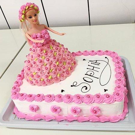 Sorriso: Bolo Barbie 💃🏼🎂 #bolos #bolosdecorados #aniversário #bolobarbie #doces #panificadoraeconfeita