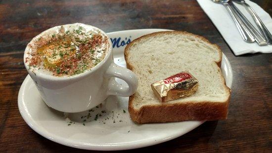 Mo's Restaurant: Thoroughly Decadent Clam Chowder