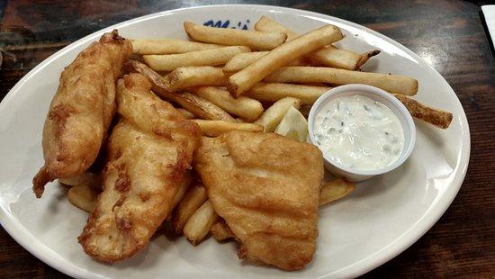 Mo's Restaurant: Fish & Chips (Halibut)