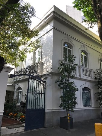 Hotel Villa Condesa: View from the street