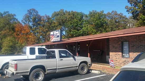 Lancaster, SC: Dine In or Drive Up!
