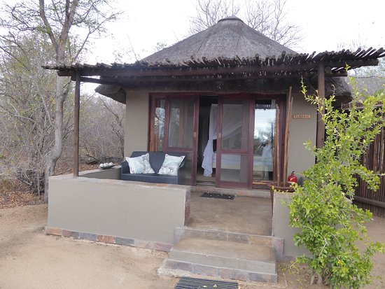 Kambaku Safari Lodge: Our room (Room 1) on the edge of the bush