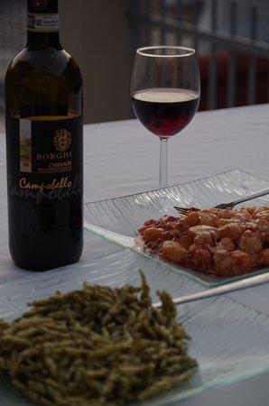 Affittacamere San Giorgio: enjoying good food on our terrasse