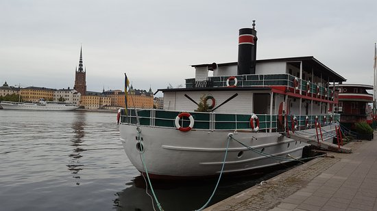 The Red Boat Hotel & Hostel: 20160923_164302_large.jpg