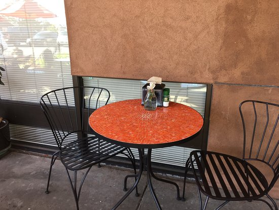 Pig+Fig Bakery and Cafe: Outdoor seating