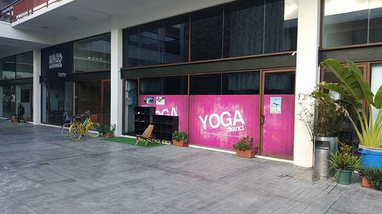 ‪Yoga District‬
