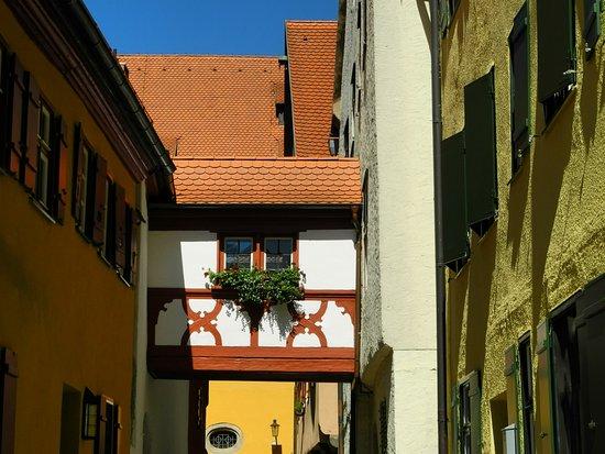 Übergang zwischen Häusern - Bild von Altstadt, Dinkelsbühl - TripAdvisor