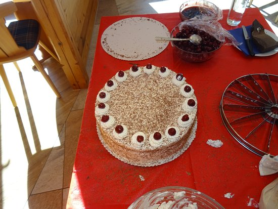 Sankt Blasien, ألمانيا: Freshly made Black Forest cake