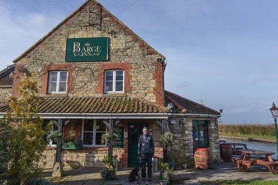 Seend, UK: Barge Inn: bring your pooch