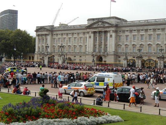 Buckingham palace cambio della guardia foto di - Posti piu importanti di londra ...