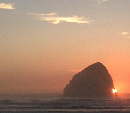 Pacific City, OR: Sunset at Pelican Pub
