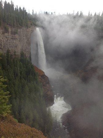 Helmcken Falls: Beginning to exhale.