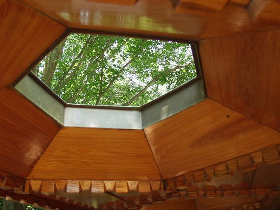 design of house based on hexagonal grid picture of kentuck knob