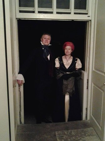 Ochiltree, UK: Guests arrive for regency dinner