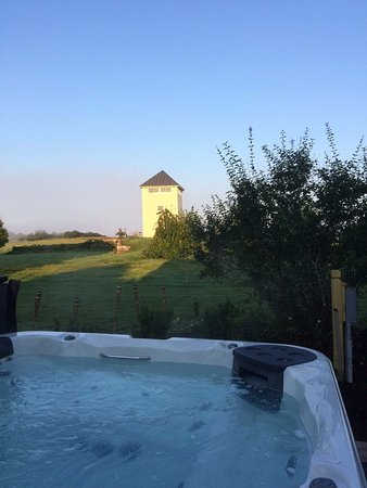 The Stepping Stones Inn: Hot Tub