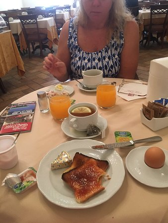 Hotel Fortuna: Breakfast