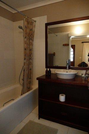 Saint Francis Bay, Sør-Afrika: Bathroom of room no. 5