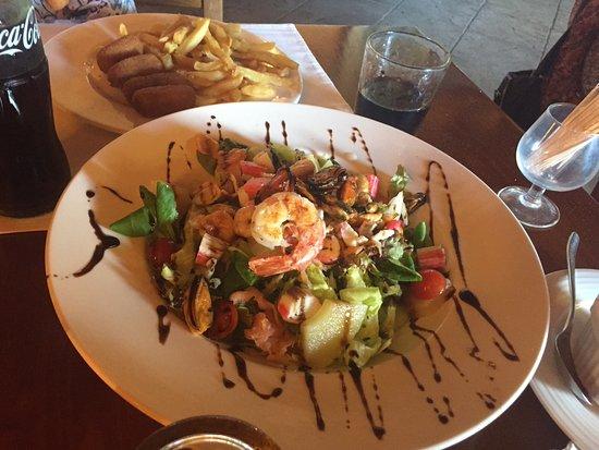 Santa Margalida, Espagne : Салат с морепродуктами.