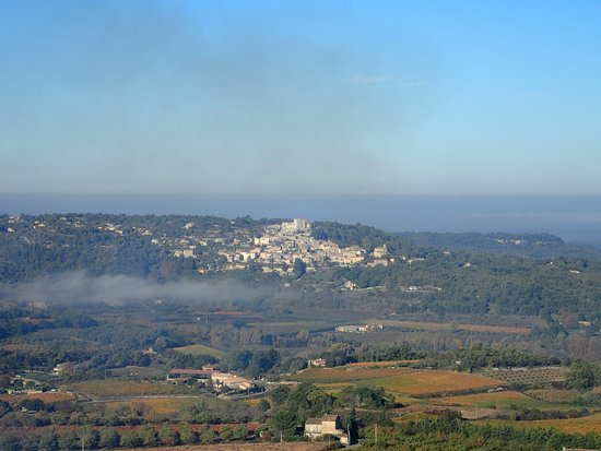 Le Clos du Buis: View towards Lacoste with mist in the valley early morning
