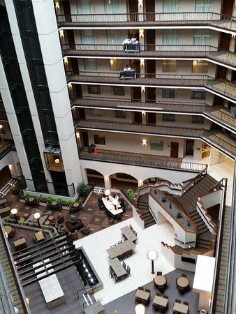 Embassy Suites by Hilton Dallas Love Field: Atrium from 8th floor