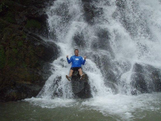Dominical, Costa Rica : Enjoying the waterfall!