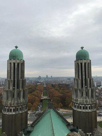 Koekelberg, Belgia: Vista desde el exterior y desde la terraza